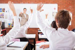 Estudios sugieren que suplementar con DHA mejora el rendimiento escolar y conducta.